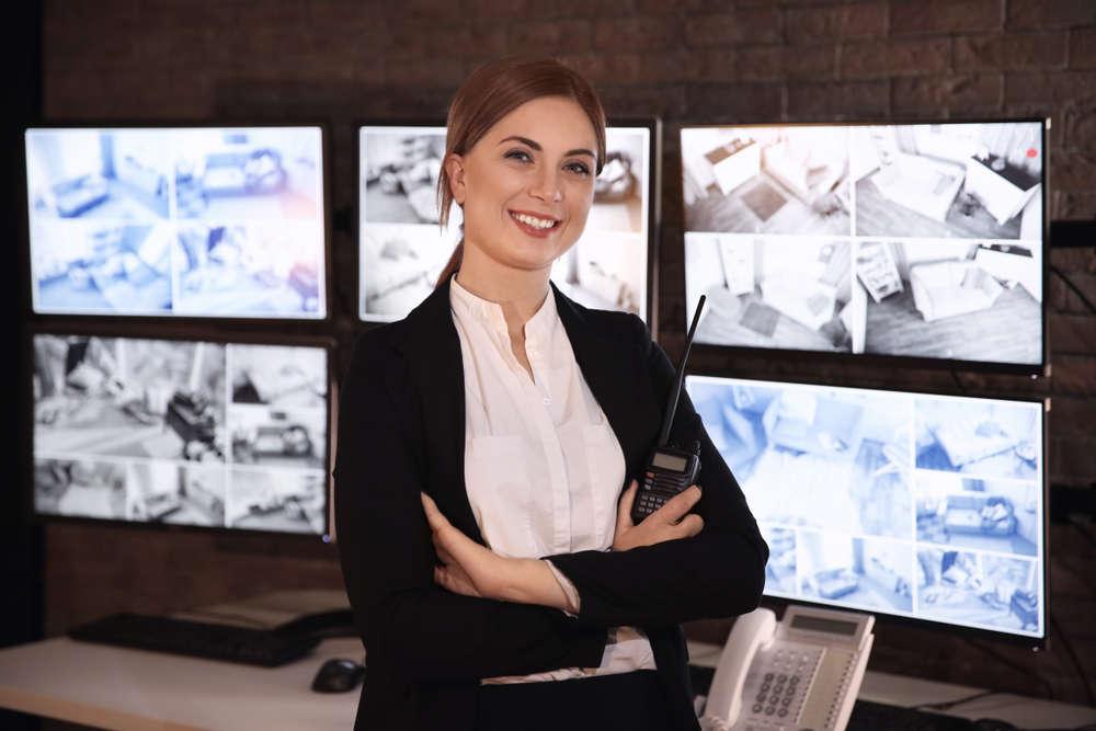 Mujeres como vigilantes de seguridad: inteligencia y prevención sobre fuerza bruta